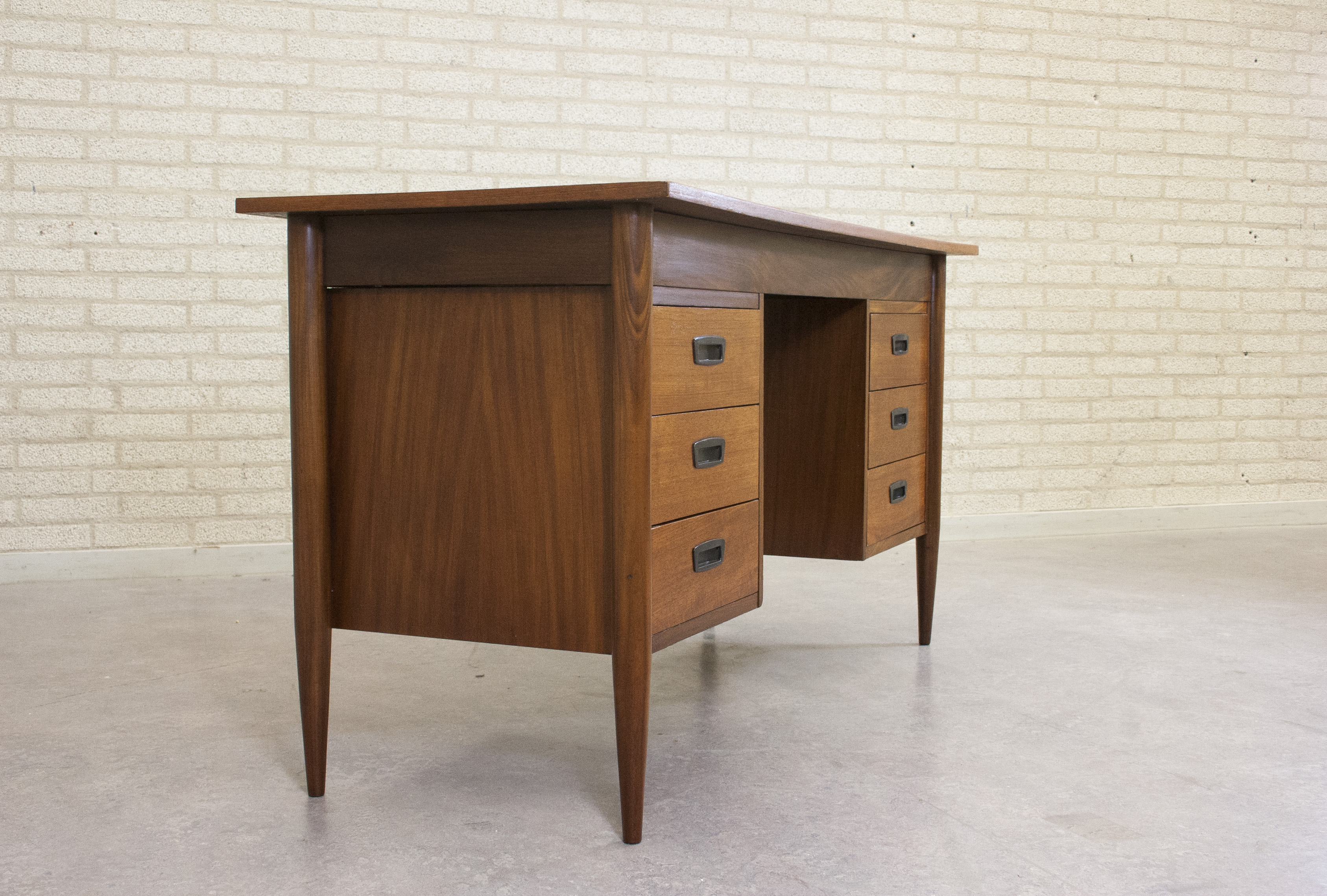 VINTAGE BUREAU Shapes and Sizes