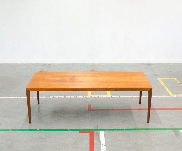 Extra large minimalistic design sofa table from Denmark. Extra groot minimalistisch design salontafel uit Denemarken