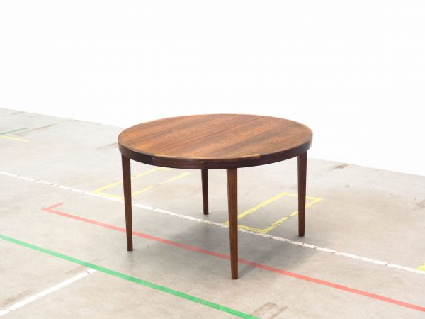 VINTAGE EXTENDABLE ROSEWOOD DINING TABLE