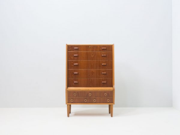 VINTAGE DANISH TEAK AND OAK CHEST OF DRAWERS WITH VANITY FUNCTION