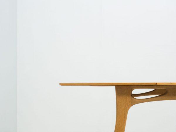 VINATGE TEAK AND OAK EXTENDABLE DINING TABLE