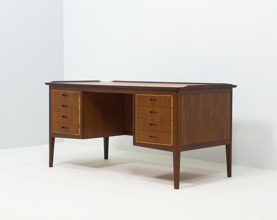 HP Hansen free standing teak desk – Svend Aage Madsen