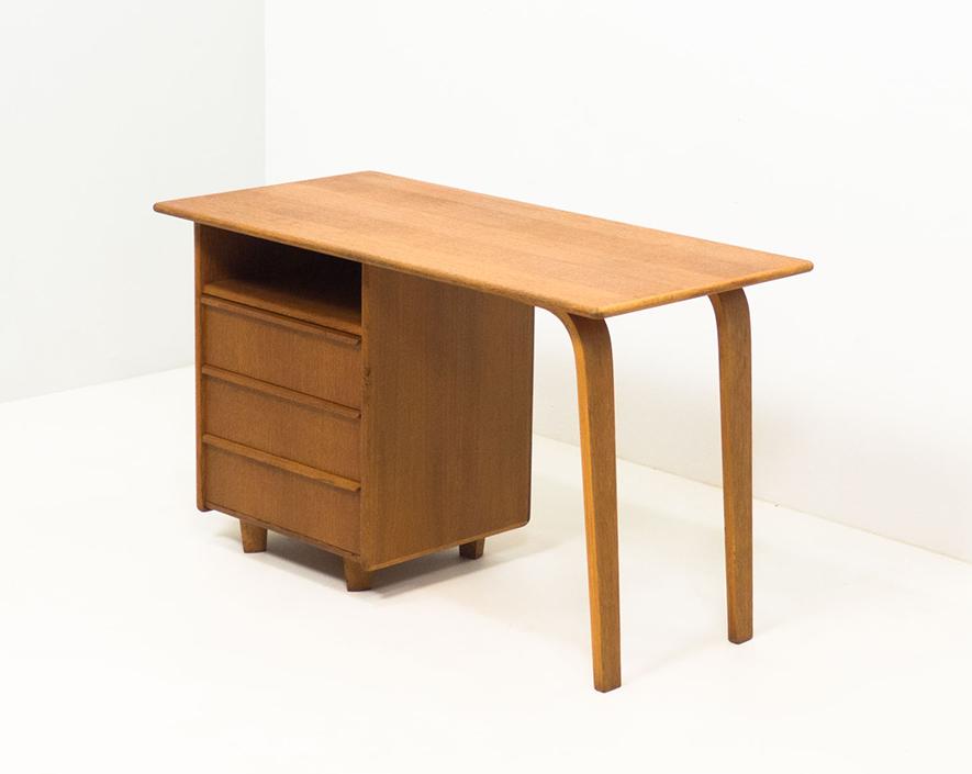 Pastoe 'EE02' oak desk – Cees Braakman